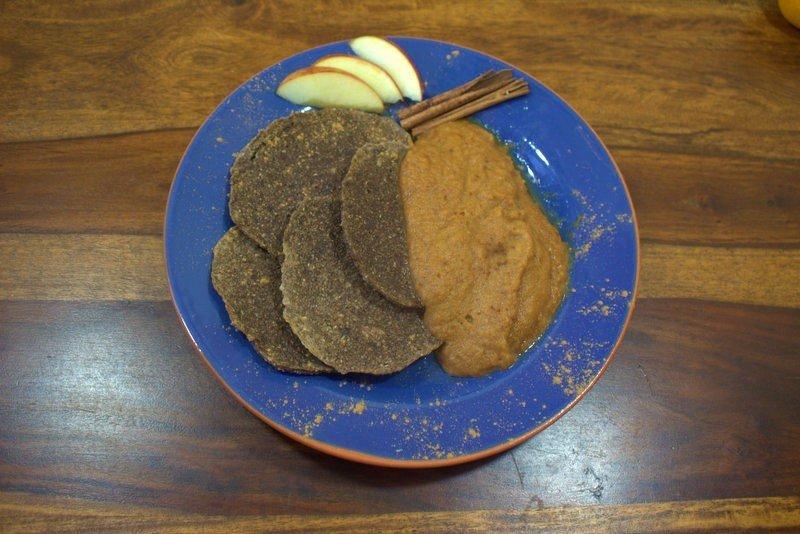 Pfannkuchen mit Apfelkompott roh-vegan