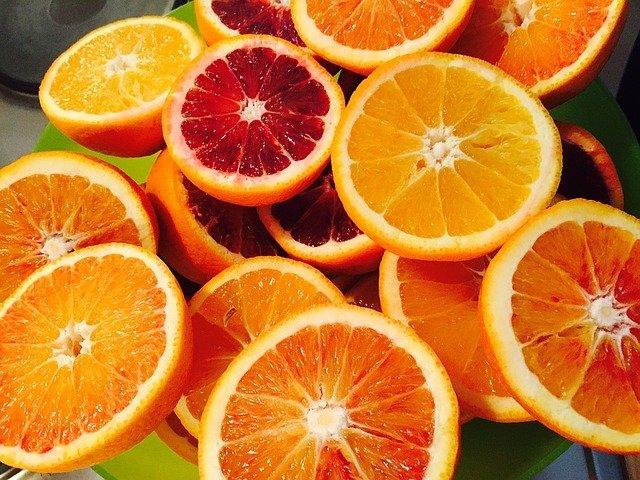 Orangen - bietet Abkühlung bei Sommerhitze