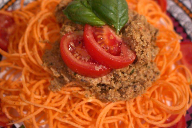 Roh-vegane Spaghetti Rosso